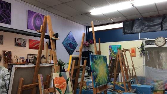Atelier Kunstig Art binnen